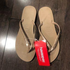 NWT Havaiana Studded Flip Flops — Size 39/40